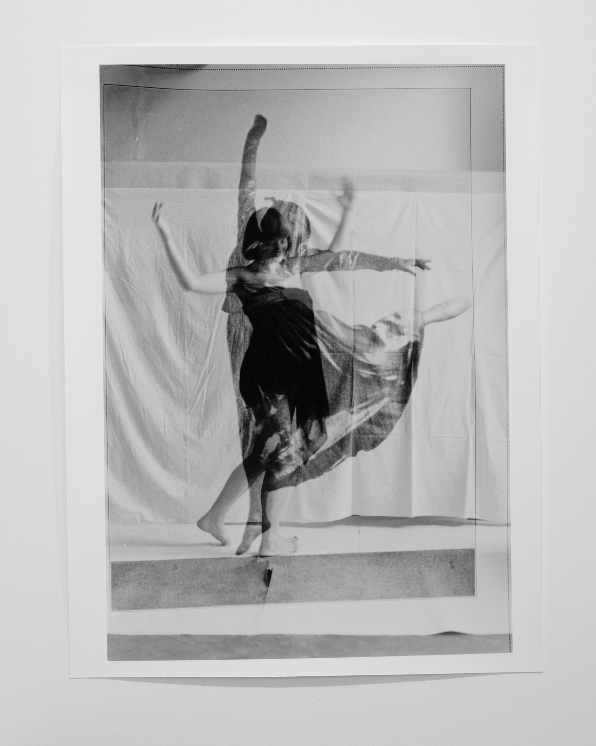 Orshi Drozdik è una delle artiste della prima generazione presenti nell'archivio. Qui in Individual Mythology, FreeDance, 1975-76 (Courtesy of the artist/Secondary Archive).